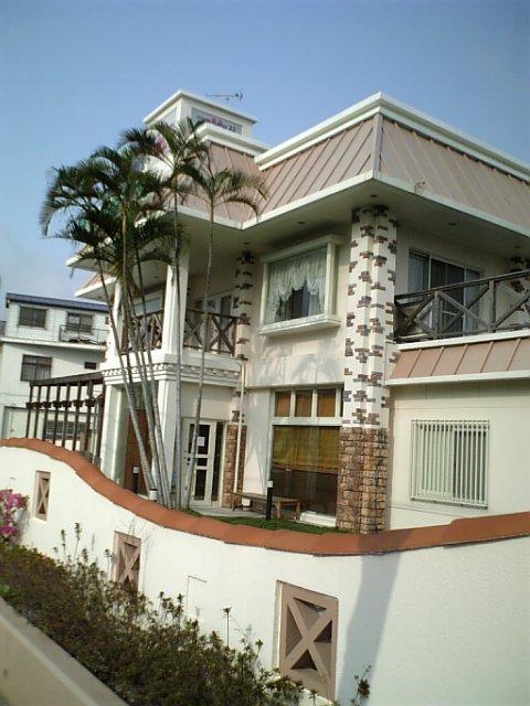 動物病院22時中部医院 329沿いの沖縄市与儀にあります。もと、ケンタッキーだった建物だよ。