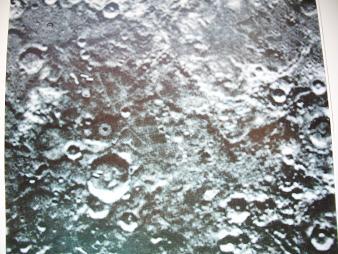 映像、月面の宇宙人達の建造物