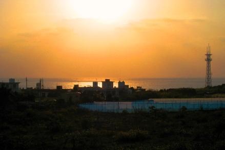 小波蔵より名城の夕陽を望む