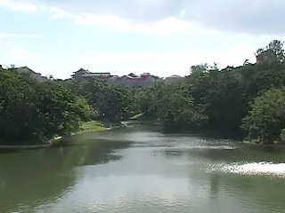 那覇市首里 龍潭池(りゅうたんいけ)