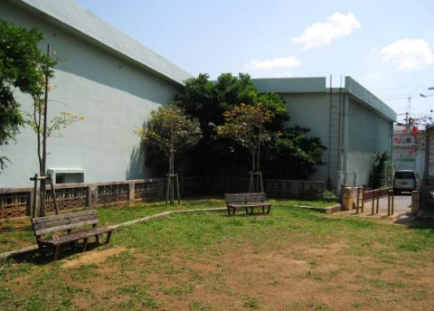 那覇港倉庫街の中の、のどかな児童公園